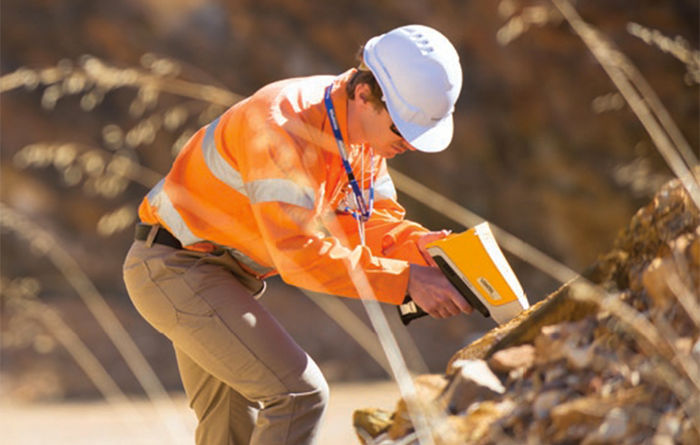 Vanta XRF for accurate elemental analysis