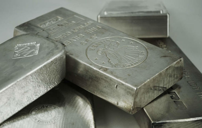Platinum market surplus to widen in 2018