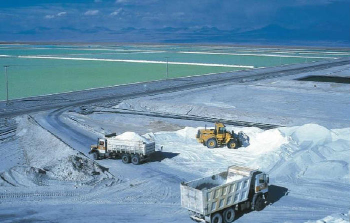 SQM to cut expansion investment