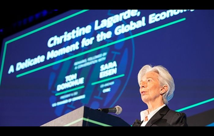 'Delicate' moment for global economy