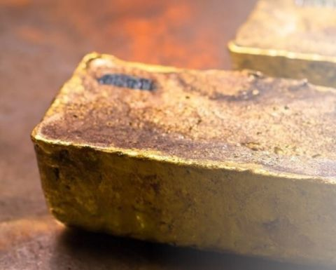 Analysts back South Africa gold miners
