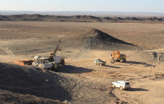 Bayan Khundii, Mongolia: 116m grading 2g/t Au from surface (BKD-49)
