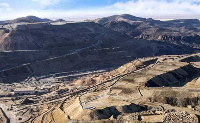Freeport cuts copper sales outlook