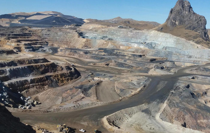 Barrick stumbles on lower prices, higher costs