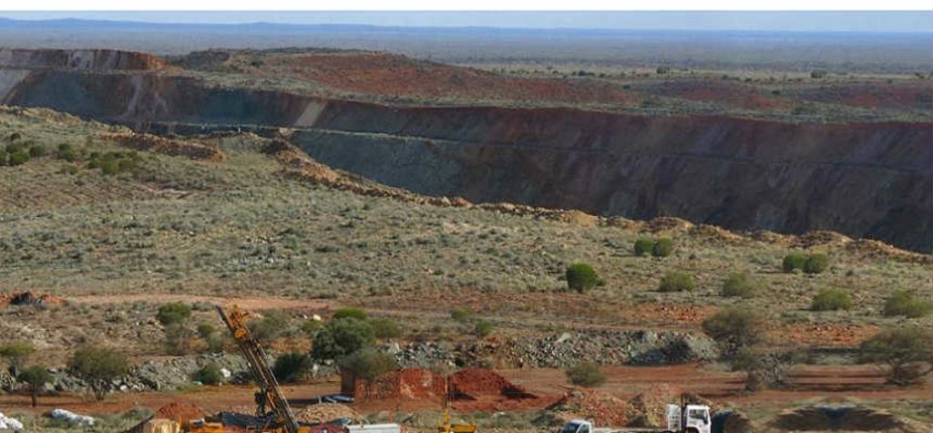 Mt Morgans, Australia: 133m grading 2.4g/t Au from 87m depth (16JURC311)