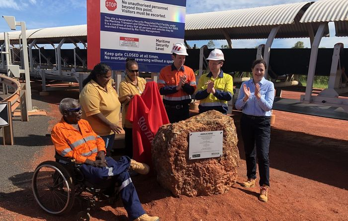 US$1.9B bauxite mine up and running