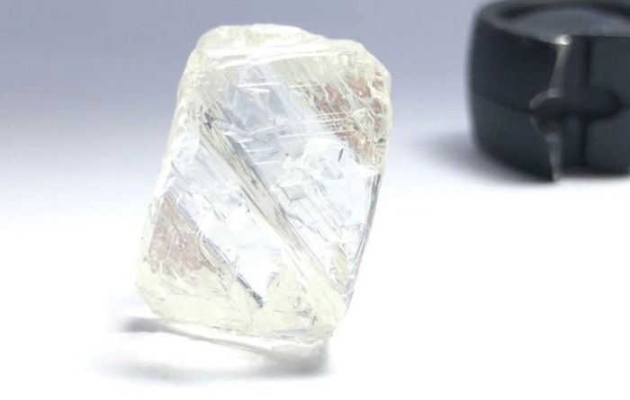 Mountain Province unveils largest diamond from Gahcho Kué
