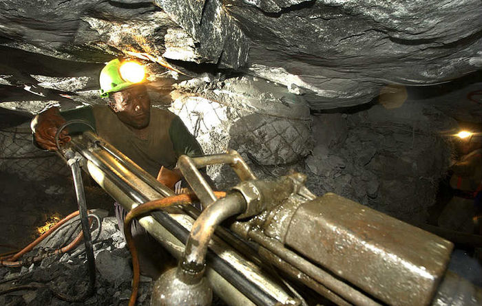 AngloGold resumes dividends