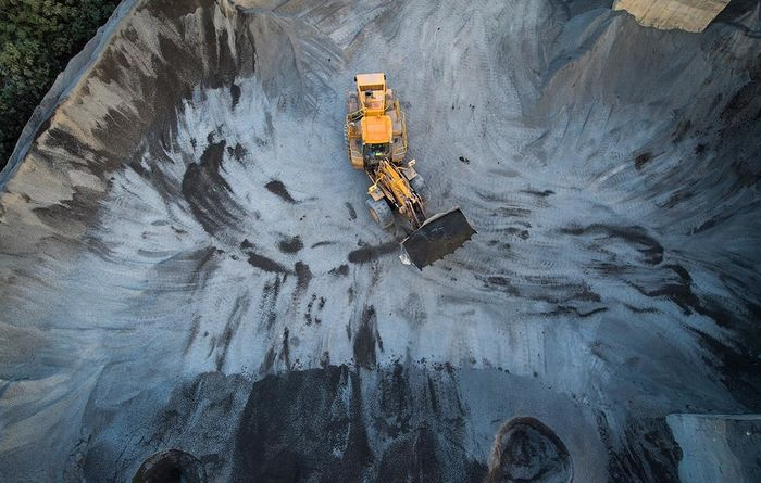 Miners rise amid mixed market outlook